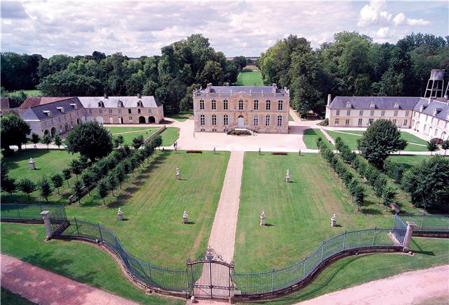 The Cour d'honneur of the château of Canon